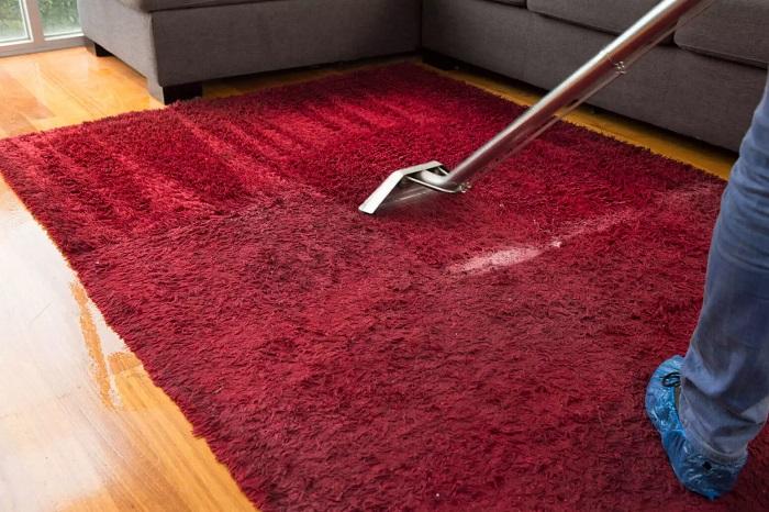 membersihkan perabot rumah tangga