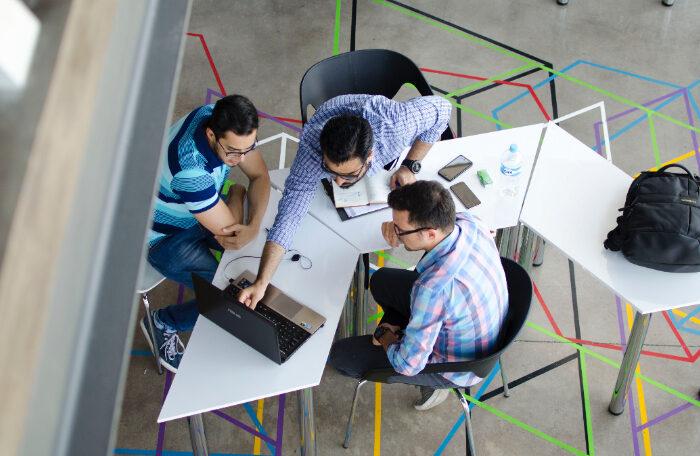 membangun tim bisnis